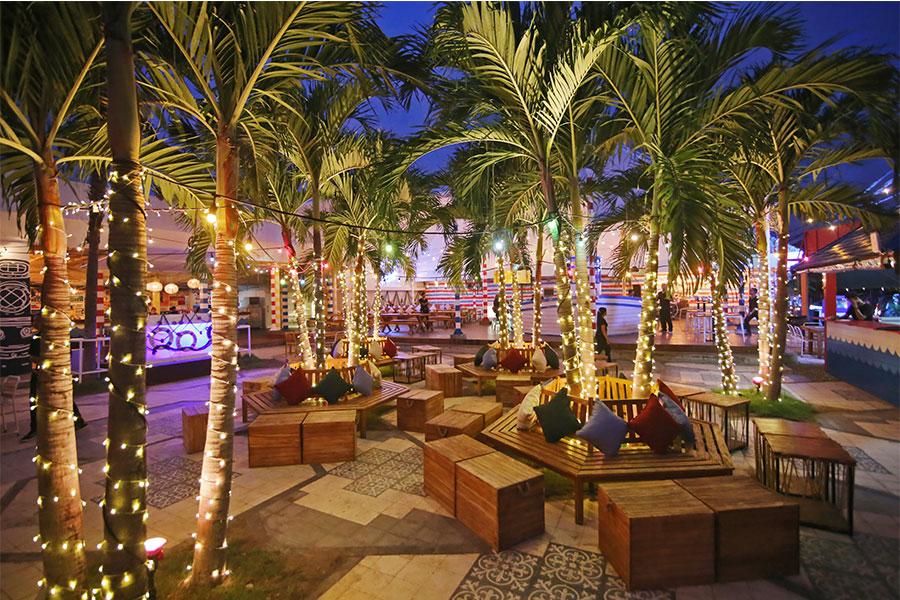 Restaurants Seminyak Bali - SEAVUPLAY