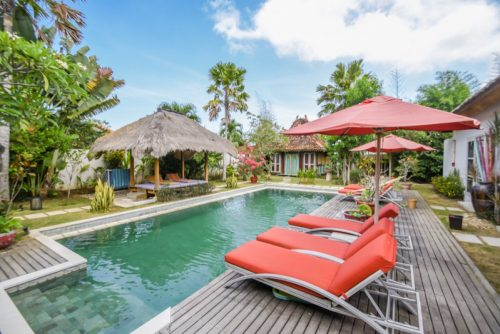Bali holiday villas with outdoor private poll and relax chair